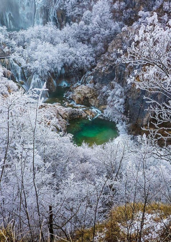 Plitvice_Lakes croatia in winter